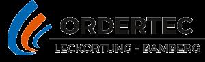 Logo Ordertec, Leckortung Bamberg, bestehend aus einem Schriftzug in zwei Zeilen, auf der linken Seite des Schriftzuges sind drei Halbkreise in blau, orange und wieder blau angeordnet, von links nach rechts schmaler werdend